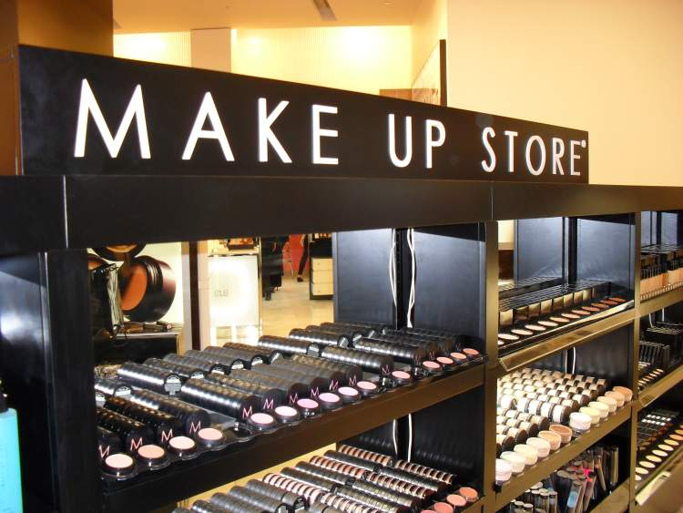 Come aprire un make up shop